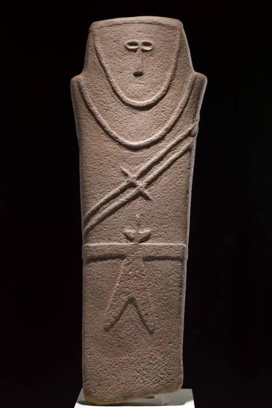 Statua stele con disegni in rilievo IV millennio a.C., Arenaria, Al-Ula Museo Nazionale Riad