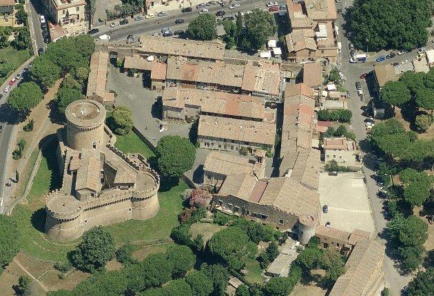 Il Borgo di Ostia Antica e il Castello di Giulio II
