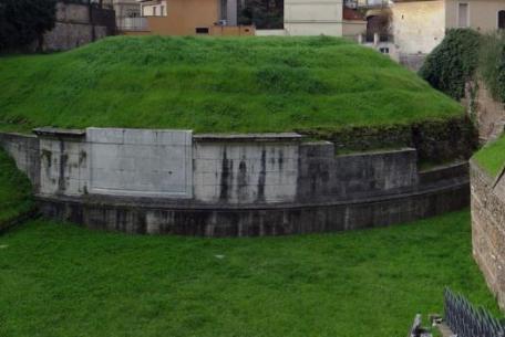 Mausoleo di Lucilio Peto
