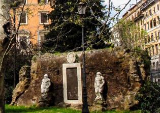 Riaprono i Giardini di Piazza Vittorio Emanuele II dopo i lavori di riqualificazione foto sito romaturismo